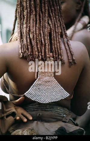 Les gens, les femmes, la Namibie, femme d'une tribu de nomades Himba, détail: retour sur bijoux, Kaokoveld, le nord de la Namibie, Additional-Rights Clearance-Info-Not-Available-