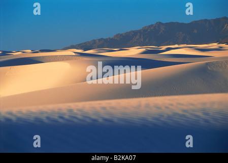 Lever du soleil ombres sur White Sands National Monument au Nouveau Mexique USA Banque D'Images