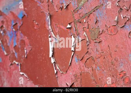 L'épluchage de la peinture rouge Banque D'Images