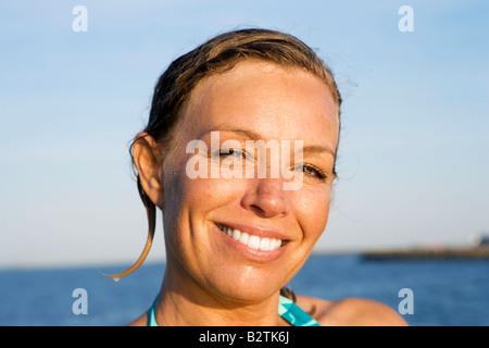 Portrait des femmes les cheveux mouillés Banque D'Images
