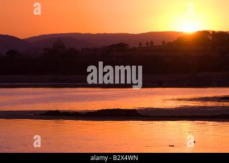 Coucher de soleil sur le lac Pichola, Udaipur, Rajasthan, Inde, sous-continent indien, en Asie
