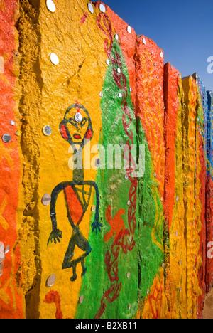 Mur peint à la colonie de l'artiste, grand désert de Thar, près de Jaisalmer, Rajasthan, Inde, sous-continent indien, Banque D'Images