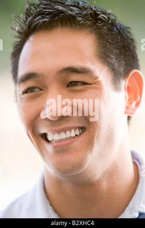 Head shot of man smiling Banque D'Images
