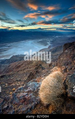 Au cours de la vallée de la mort de ciel coucher de soleil vu de Dante's View, à une altitude de 5500 pieds. Banque D'Images