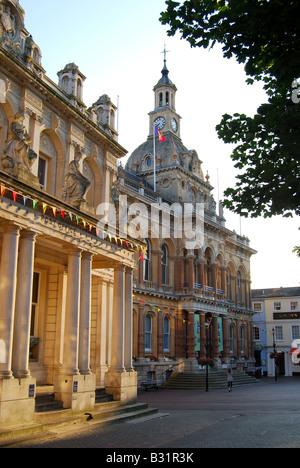 L'hôtel de ville au lever du soleil, la Cornhill, Ipswich, Suffolk, Angleterre, Royaume-Uni Banque D'Images