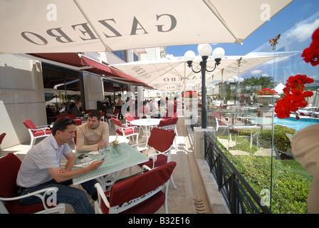 ISTANBUL. La terrasse du restaurant et bar de l'hôtel Ciragan Palace Kempinski sur les rives du Bosphore. L'année Banque D'Images