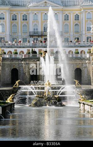 La Grande Cascade fontaines au Peterhof Palace