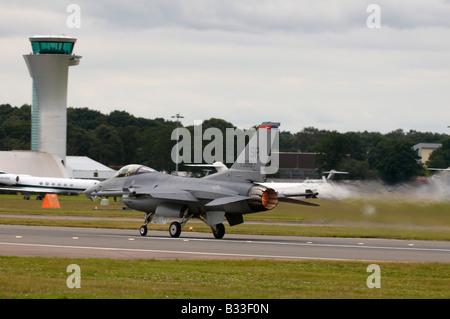 Lockheed Martin F-16C Fighting Falcon Farnborough Air Show 2008 avec l'ATC