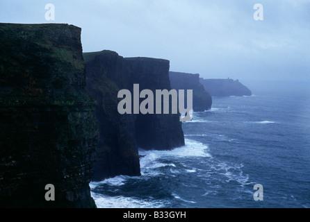 Les falaises de Moher en Irlande, donnant sur l'Atlantique. Banque D'Images