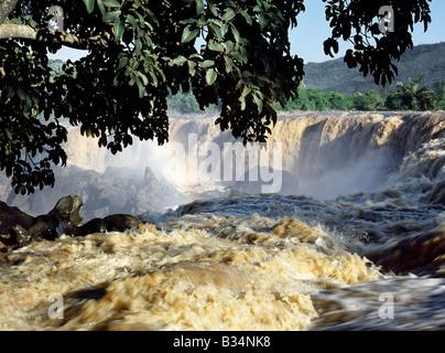 Kenya, district de Thika, fleuve Athi. Quatorze Falls sur la rivière Athi après de fortes pluies. Banque D'Images