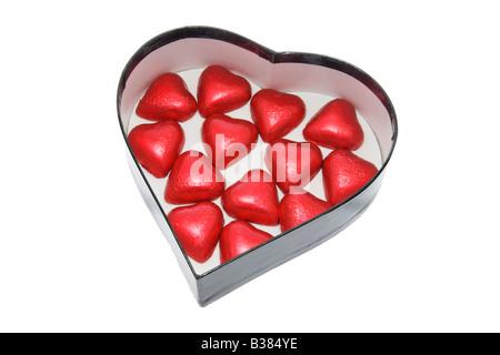 Chocolats en cadeau Heart-Shaped Box sur fond blanc Banque D'Images