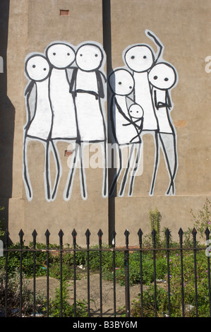 Un mur représentant une famille Murial stick Dalston Hackney est de Londres Banque D'Images