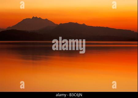 Coucher du soleil sur le lac de Zoug Zoug Suisse