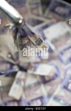 Verser l'argent en bas du drain concept Banque D'Images