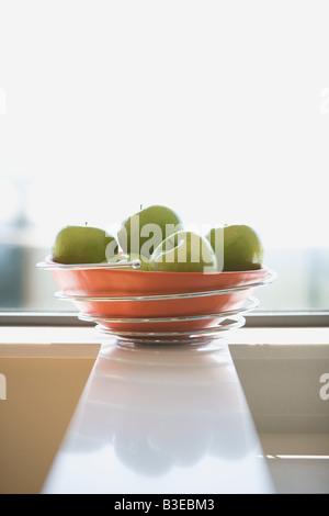 La pomme verte dans un bol