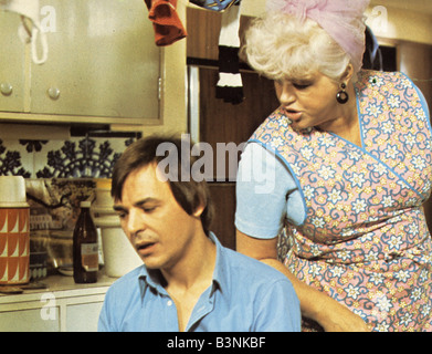 Aventures D'UN CHAUFFEUR DE TAXI 1975 film Alpha/salon avec Barry Evans et Diana Dors Banque D'Images