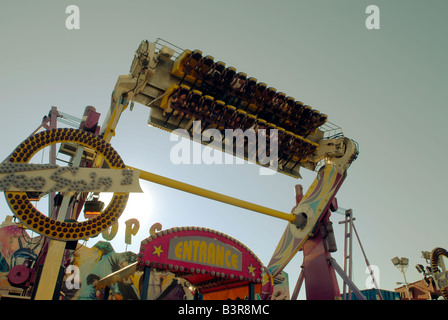 Visiteurs d'Astroland dans Coney Island ride la nausée Top Spin ride à la fin de l'été le jour de la fête du Travail Banque D'Images