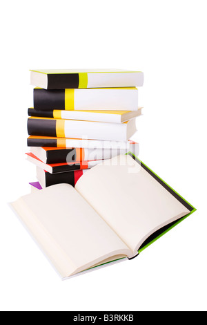 Livre ouvert et pile of books isolated on white Banque D'Images