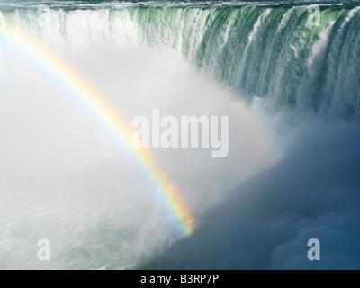 Canada, Ontario, Niagara Falls,Chute canadienne avec un arc-en-ciel Banque D'Images