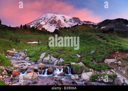 Le mont Rainier et Edith Creek, Washington, USA