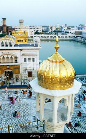 L'Inde, le Punjab , Amritsar. Une vue de l'Darshani Deorh, l'entrée de la chaussée conduisant à l'Harmandir, l'endroit Banque D'Images