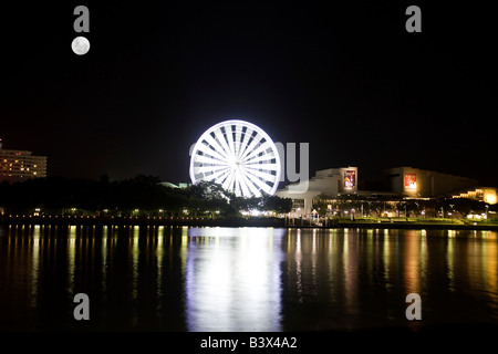 La Roue de Brisbane au clair de lune près de la Brisbane River, South Bank, Brisbane, Australie Banque D'Images
