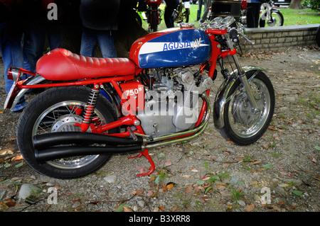 MV Agusta 750s en rallye moto à Bellagio, Lac de Côme, Lombardie, Italie Banque D'Images