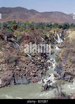 La Namibie, Epupa Falls, Kaokoveld. Epupa Falls dans le nord-ouest de la Namibie sauvage sont une série de voies parallèles où