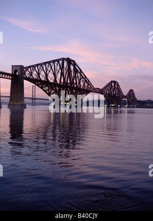 dh Forth Railway Bridge PONT FERROVIAIRE FORTH BRIDGE VICTORIAN Cantilever Acier granit Firth of Forth River coucher de soleil ecosse crépuscule lothian