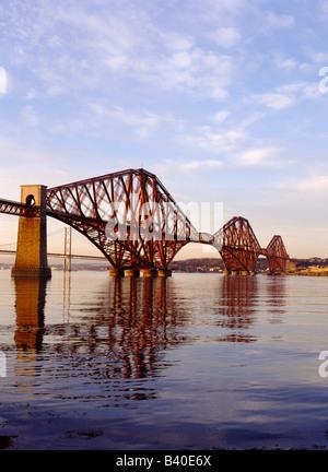 dh FORTH PONT FERROVIAIRE FORTH PONT FERROVIAIRE FORTH PONT ferroviaire Victorian Cantilever Firth of Forth River scotland Icon les ponts écossais icônes de fer