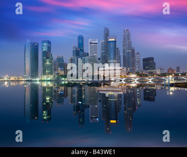 Le quartier financier de Singapour l'Asie à l'aube Banque D'Images