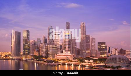Asie Singapour Skyline vue à l'aube Banque D'Images