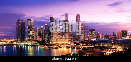Asie Singapour Singapour financial district au crépuscule Banque D'Images