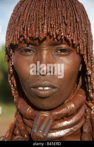 Portrait d'une femme de la tribu hamar, turmi, village du sud de l'Ethiopie Banque D'Images