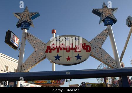 Visiteurs d'Astroland dans Coney Island dans le quartier de Brooklyn New York Banque D'Images