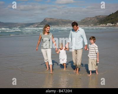 Balades en famille dans la mer Banque D'Images
