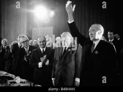 Adenauer, Konrad, 5.1.1876 - 19.4.1967, politicien allemand (CDU) et homme d'État, chancelier de l'Allemagne 1949 - 1963, demi-longueur, avec le ministre fédéral de l'économie Ludwig Erhard, Rainer Barzel, 14ème Conférence fédérale du parti CDU, Bonn, 21.3.1966 - 23.3.1966,
