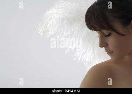 Jeune femme avec des ailes d'anges Banque D'Images