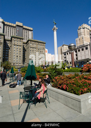 La Californie San Francisco People relaxing at Union Square Photo 6 casanf79263 Photo Lee Foster 2008 Banque D'Images