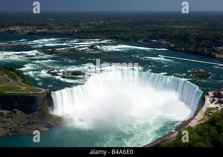 Horseshoe Falls vu de la tour Skylon à Niagara Falls en Ontario, Canada. Banque D'Images