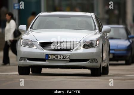 Lexus LS 460 l'impression d'ambiance, l'année de modèle 2007-, blanc, la conduite, la diagonale de l'avant, vue Banque D'Images