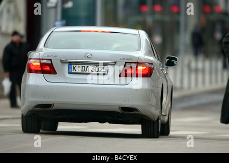 Lexus LS 460 l'impression d'ambiance, l'année de modèle 2007-, blanc, la conduite, la diagonale de l'arrière, arrière, Banque D'Images