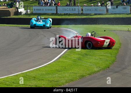 Deux Elva 1965 voitures BMW s'écraser au Goodwood Revival Photo 2 de 5 montrant l'ensemble de l'accident