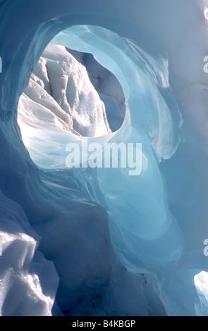 Trou dans la glace sur Fox Glacier, côte ouest de l'île du Sud, Nouvelle-Zélande