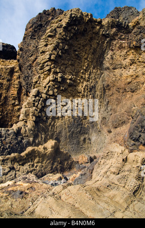 Les roches volcaniques près de Ponta da Calheta la pointe sud de l'île voisine de Porto Santo à Madère Banque D'Images