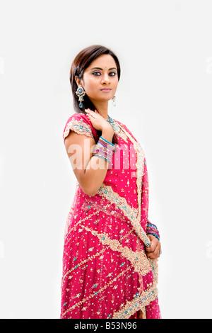 Belle mariée robe colorée en bengali isolated Banque D'Images