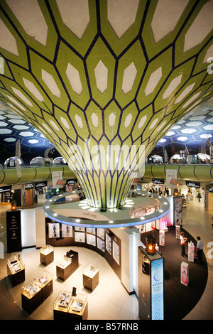 Duty free shop, l'Aéroport International d'Abu Dhabi, Émirats Arabes Unis Banque D'Images