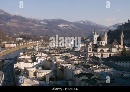 Vue sur Salzbourg du Monchsberg, Salzburg, Autriche, Europe Banque D'Images