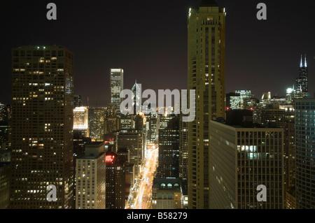 Photo de nuit de la Magnificent Mile prises à partir de la Hancock Building, Chicago, Illinois, États-Unis d'Amérique, Banque D'Images