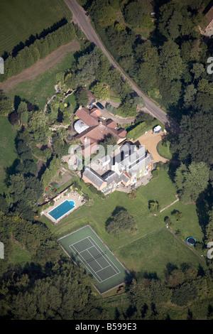 Vue aérienne au nord-est du pays chambre Piscine Court de tennis Route de nouage, Yielden Bedfordshire Angleterre Banque D'Images